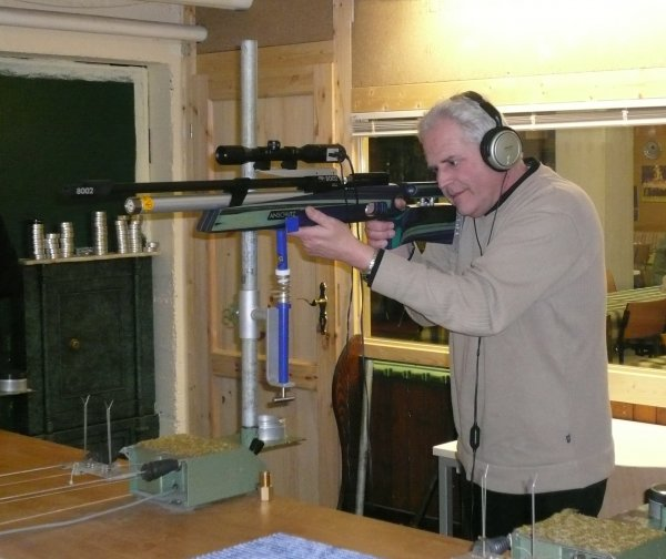 Günter Wingender beim Schießen